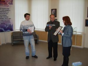 На закрытие выставки ( слева направо) А.Л. Прохорычев, Г.Е. Рябов, Н.Г. Зоткина