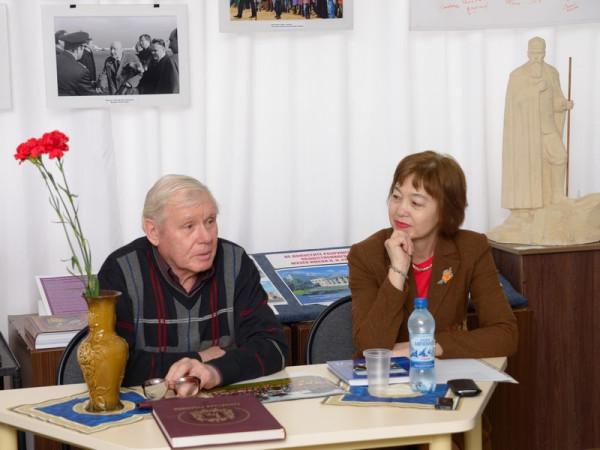 Встречу проводит Елена Георгиевна Мочалова (справа) - начальник отдела общественных связей и информации Думы г.о. Сызрань
