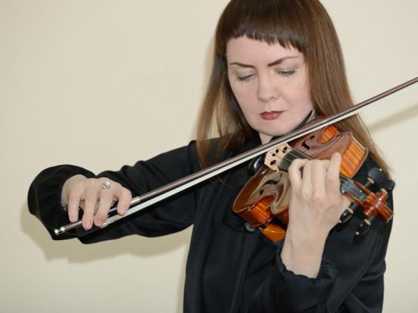 Играет преподаватель колледжа Татьяна Лисичкина