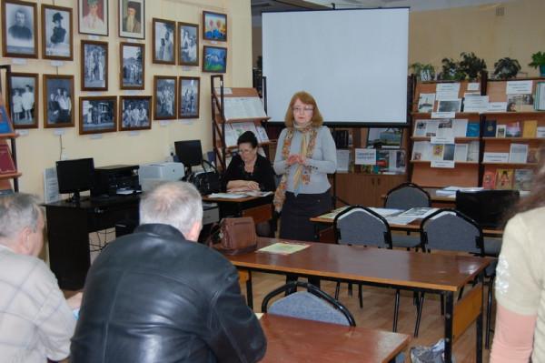 Экскурсию проводит председатель Общества Рерихов г. Сызрани Н.Г. Зоткина.